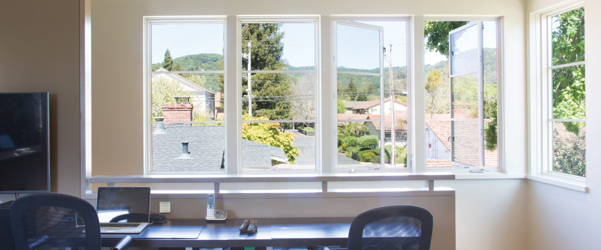 Interior home office photo of VistaLuxe four-wide Crank-Out Casement window with PDL, spread mull and white hardware.