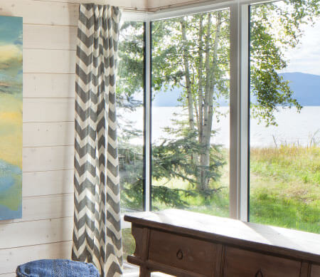 VistaLuxe Collection 90-degree corner direct set window.